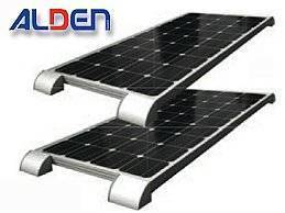 Solar-SetsALDEN Solarmodule haben sich tausendfach bewährt und sind zusammen mit praxisnahem Zubehör als durchdachtes Komplettset erhältlich. Dank des vormontierten Easy-Mount Haltesystems sind sie einfach zu montieren und abnehmbar. Die Auslieferung der Sets erfolgt immer in Verbindung mit einem ALDEN Solarregler. Im Lieferumfang sind außerdem ein UV-beständiger Kabelsatz, ein Spezialklebeset und eine hochwertige Anschlussdose enthalten.