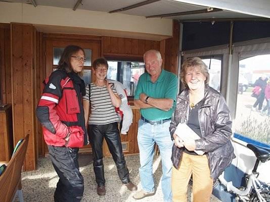Gruppenfoto bei Wohnwagen Bodenburg auf einer Feier