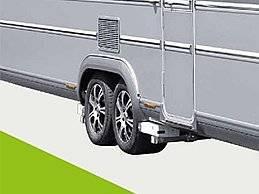 """Dein Rangier-Profi für große Gefährte(n). Dein easydriver. Einfach Großes bewegen: selbst wenn es eng wird, sorglos rangieren einzigartig patentierte Technik ein echtes Kraftpaket ausgezeichnete und sichere Kraftübertragung von der Antriebsrolle auf den Reifen durch großen Anschwenkweg und innovative Rollenoberfläche sicheres und schonendes Anpressen an den Reifen durch modernes Design: kompakt und gleichzeitig formschön Die ideale Mischung aus speziellen Hightech-Materialien macht die easydriver-Rangierhilfe zum Leichtgewicht und verhindert nachhaltig Rost. einzigartiger Anschwenkmechanismus mit Hochleistungsgleitlagern einfachstes Ankuppeln optimale Bodenfreiheit Das ist Deiner! Gib dem Gehäuse eine persönliche Note mit deiner Lieblingsfarbe***. innovative Steuerung mit sicherer Rückmeldung zum Gerätestatus preisgekrönt mit dem """"Red Dot Award: Product Design"""" und dem """"Plus X Award: Bestes Produkt des Jahres"""" sowie ausgezeichnet für Innovation, High Quality, Design, Bedienkomfort und Funktionalität"""